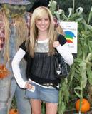 Slight Cleavage Ashley Tisdale See through tank top Foto 221 (Незначительное Дробление Эшли Тисдэйл видеть сквозь Майка Фото 221)