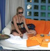 Lindsay Lohan looks like shes spending too much time with Tara Reid Foto 140 (Линдси Лохан Похоже Shes тратят слишком много времени с Tara Reid Фото 140)