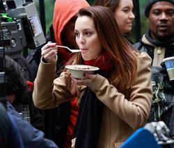 "Nov 30, 2010 - Leighton Meester - On The Set Of ""Gossip Girl"" Th_68256_tduid1721_Forum.anhmjn.com_20101201084723004_122_152lo"