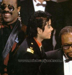 1986- The 28th Grammy Awards Th_779918622_017_23_122_176lo