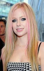 Nov 21, 2010 - Avril Lavigne @ American Music Awards 37th Annual Event At Nokia Theatre In Los Angeles  Th_59330_tduid1721_Forum.anhmjn.com_20101124073814006_122_24lo
